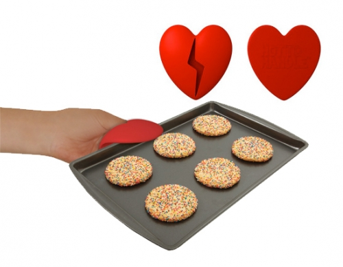 Hot To Handle Heart Oven Mitt